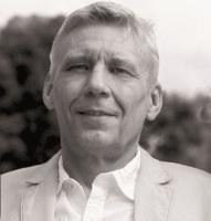Schwarzweiß-Portrait von Michael Herrmann, der das Buch 'Elektrik auf Yachten' geschrieben hat.